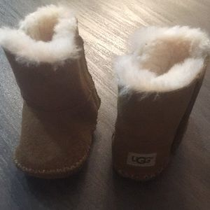 Ugg boots size 2/3